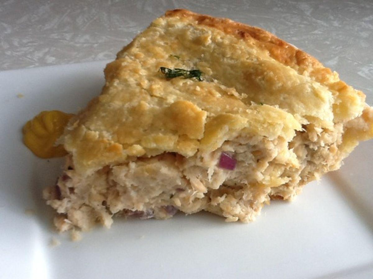 Рыбный пирог с консервой на кефире рецепт с пошагово