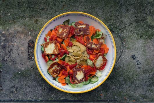 Mediterranean Salad with Halloumi Croutons