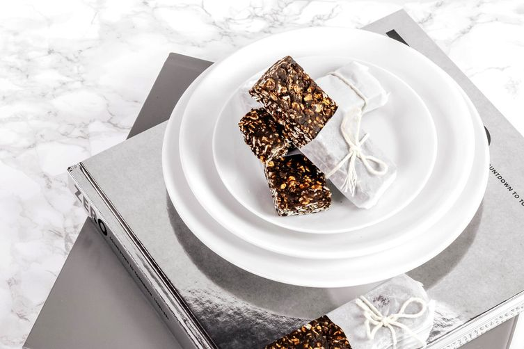 EASY CHOCOLATE AND OATS PROTEIN BARS