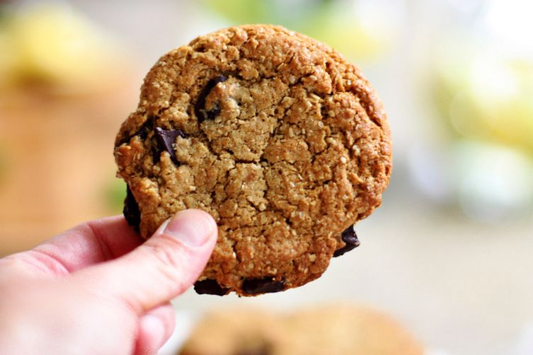 Vegan Oat Bran Chocolate Chip Cookies