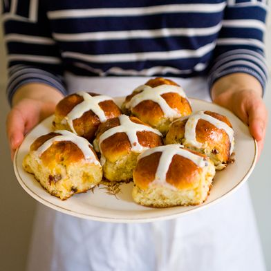 7c96903f 56ed 462f ba83 8b87d72ee39f  HotCrossBunsPlate Were Hot Cross Buns the First Food Fad? A Brief (and Fascinating) History
