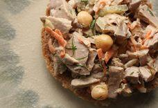 Fresh Tuna Salad with Veggies and Chickpeas