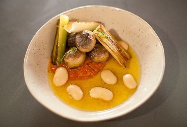 D02de2e5-a500-4996-8d53-fc0387ee8268--gigandes-beans-with-romesco-and-saffron-broth-626x383