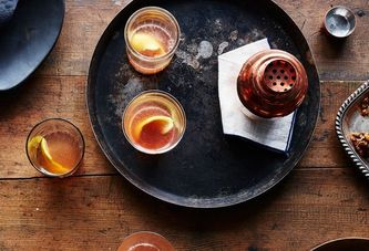 10 Big-Batch Cocktails to Drink on Thanksgiving