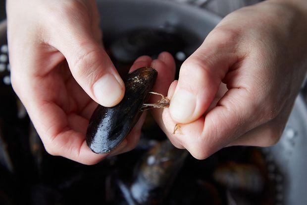7cc36c90 eba7 43df ae45 e692516773ae  2014 0325 finalist mussels dijonnaise 137