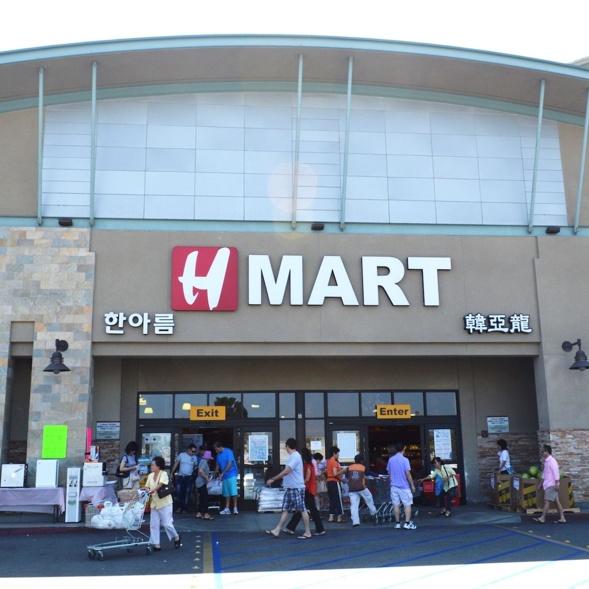14 Best Things to Buy at H Mart, America's Korean Grocery Store