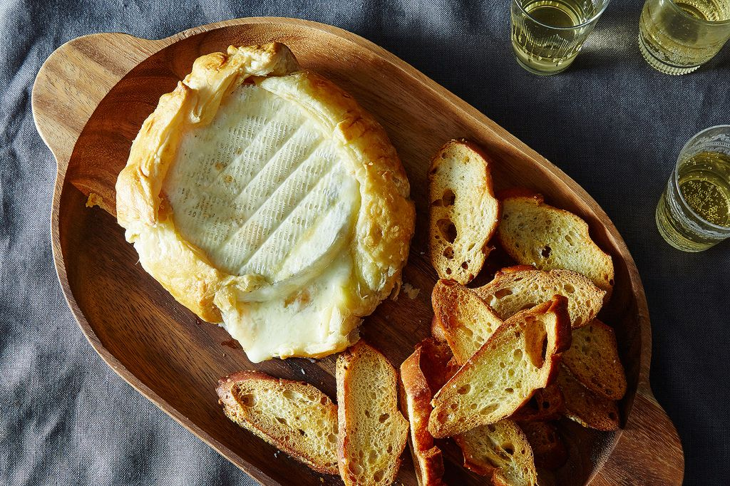 How to make baked brie wrapped in puff pastry for Table 52 recipes
