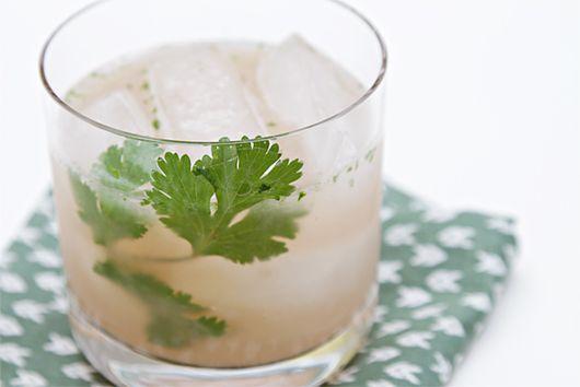 Grapefruit gin & tonic with cilantro