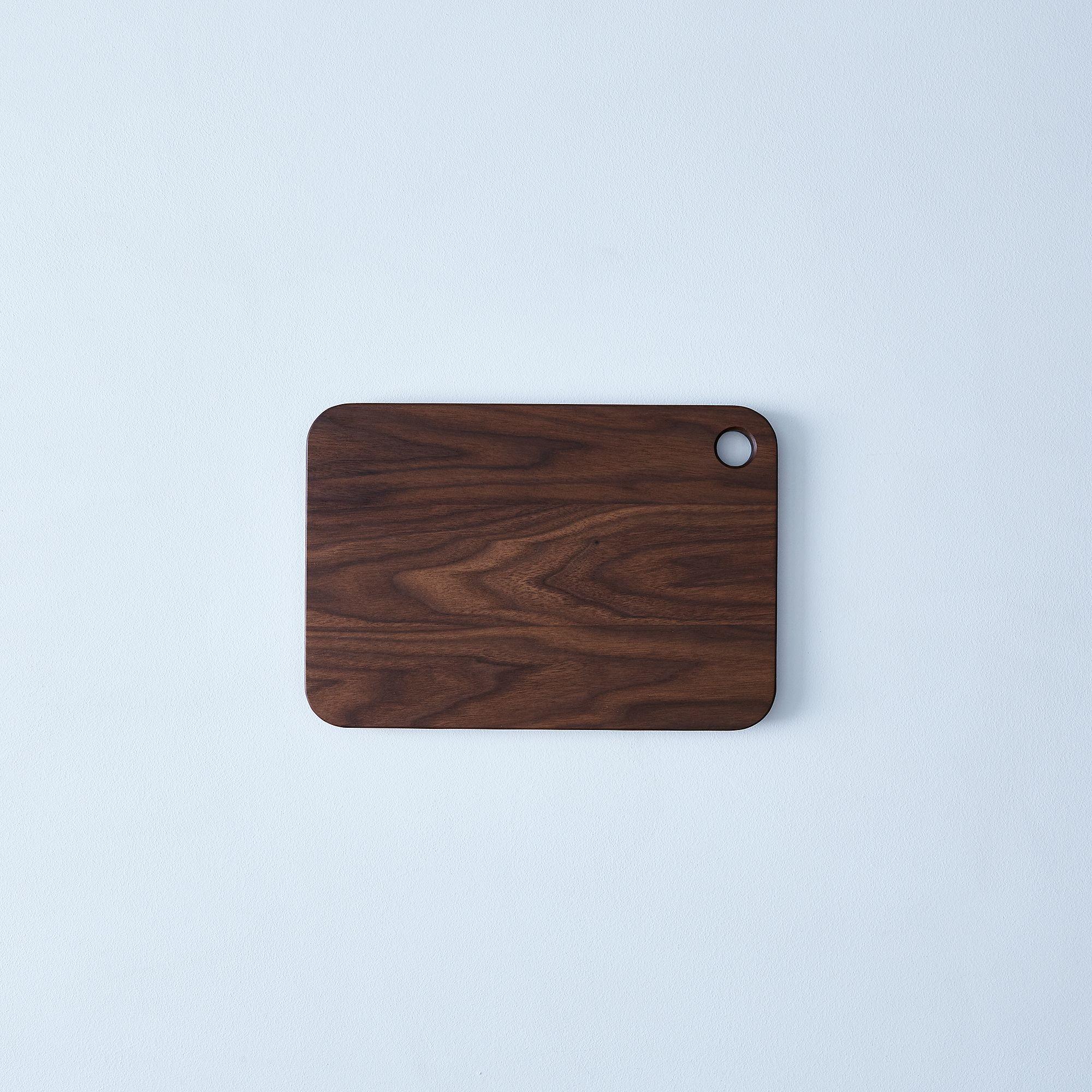 587728de 7197 4bcb b9e5 012c797c432b  2017 0413 magnus design walnut cutting board medium silo rocky luten 12105
