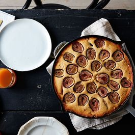 61837af7 90f2 48a7 8f7e 27f5e6179f82  2016 0822 cornbread coffee cake with figs and streusel mark weinberg 320