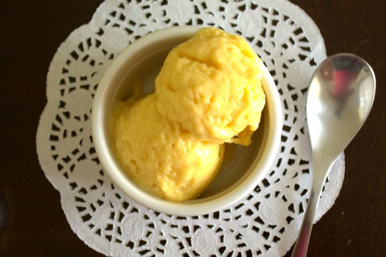 3-INGREDIENT MANGO FROZEN YOGURT