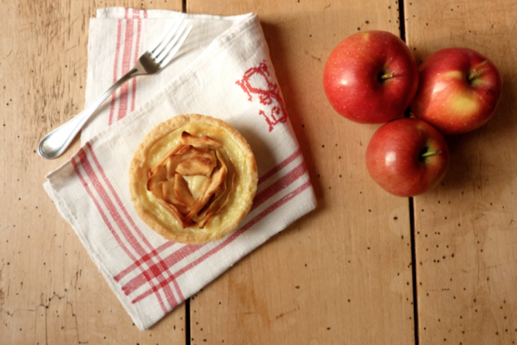 Mini Tarts with Pastry Cream and Apple Roses