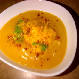 Ed9aaa3c-e005-469b-a454-d1ed2522bb78--butternut_squash_soup_with_apple_and_mango