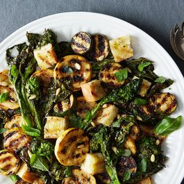 8264a046 0e38 4792 94b6 e01bafd2a9ee  grilled bread salad broccoli rabe summer squash food52 mark weinberg 14 07 01 0416