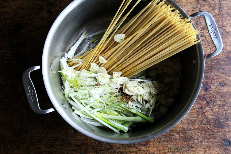 One-Pan Bucatini with Leeks and Lemon