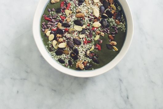 Green Smoothie Bowls (An Easy How-To Guide)