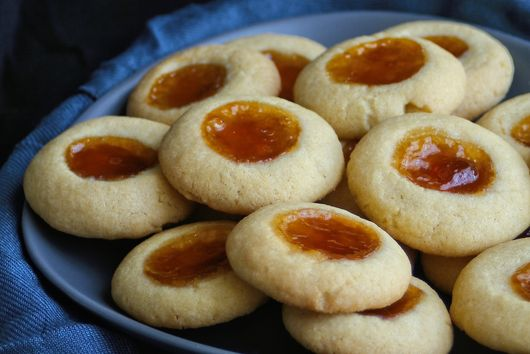 Almond & apricot thumb cookies