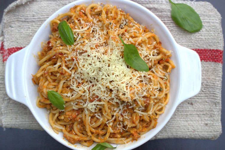 Spaghetti with roasted red pepper & cream sauce