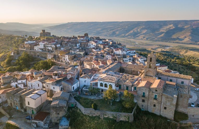 PSA: You Can Now Get Paid to Take a Summer Vacation in the Italian Countryside
