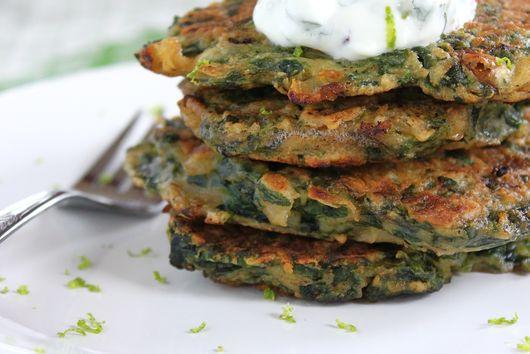 Spinach pancakes with mint-yogurt sauce