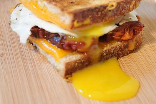 ROASTED TOMATO & GARLIC GRILLED CHEDDAR WITH FRIED EGG