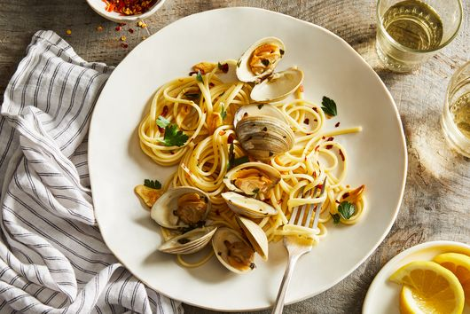 Linguine With Clams, Parsley & Lemon
