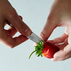 How to Hull Strawberries, 2 Ways