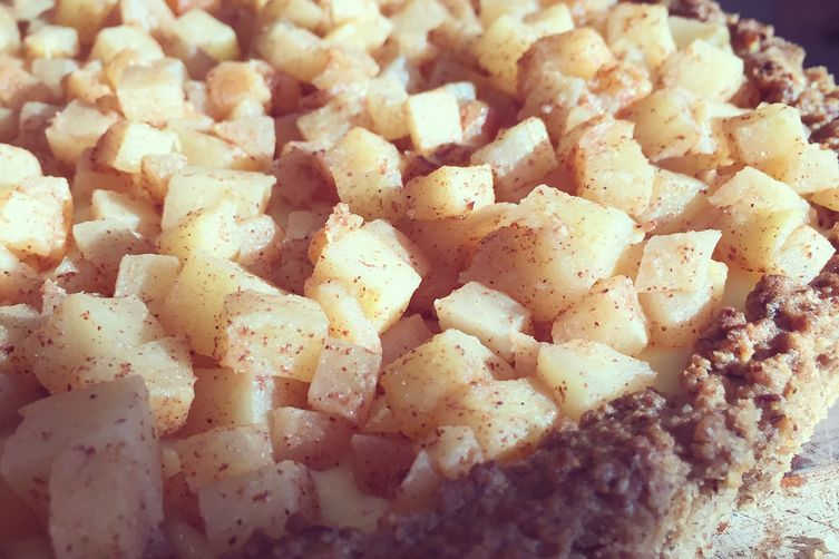Apple Cream Tart with Pecan Crust