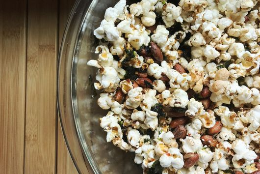 Wasabi Soy Sauce Popcorn Snack Mix with Roasted Seaweed