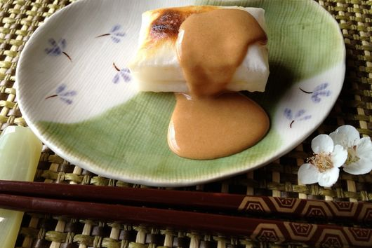 Maple Kinako on Grilled Mochi (Japanese Rice Cakes with Maple Kinako Syrup)