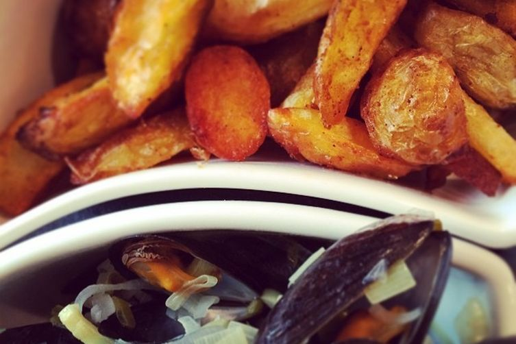 Mussel Soup with Fries and Aïoli