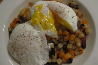 F243b6a0-a7a5-4b55-b015-7f0a23c8c3ce--potato_hash_and_eggs_004