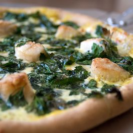 sea scallop, flat-leaf parsley & white wine cashew cream sauce pizza
