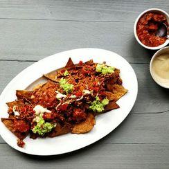 Jalapeño beef big plate nachos