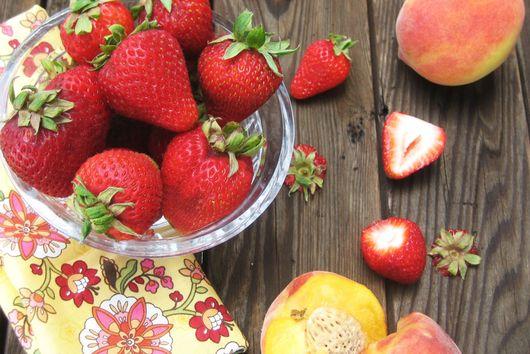 Strawberry Peach Sangria Pops