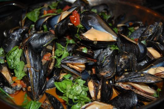 YaYa's Mussels with Fresh Fennel, Sausage and Tomatoes