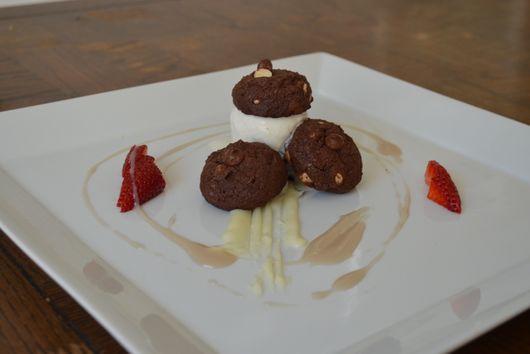 Double Chocolate Ice Cream Sandwich, Strawberry, White chocolate Ganaches