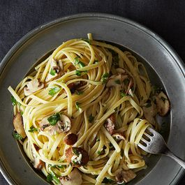Nigella Lawson's Linguine with Lemon, Garlic, and Thyme Mushrooms
