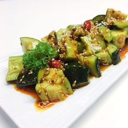 Shredded cucumber salad with hot sour sauce (酸辣拍黄瓜)