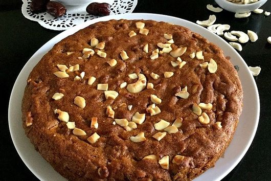 Dates and Cashew Cake (vegan)