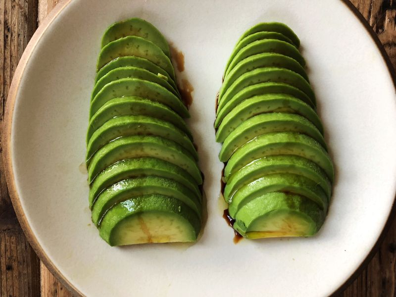 Who's to say the difference between these two avocado fans? (But don't I have nice knife skills?)