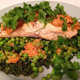 Kale-wrapped salmon with spicy peanut sauce