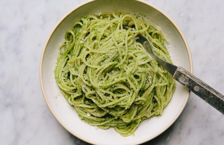 How to Forage for Wild Garlic (+ Garlic Mustard Pesto)
