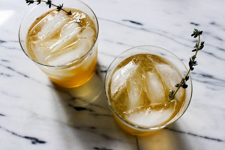 Whiskey-Peach Cocktail