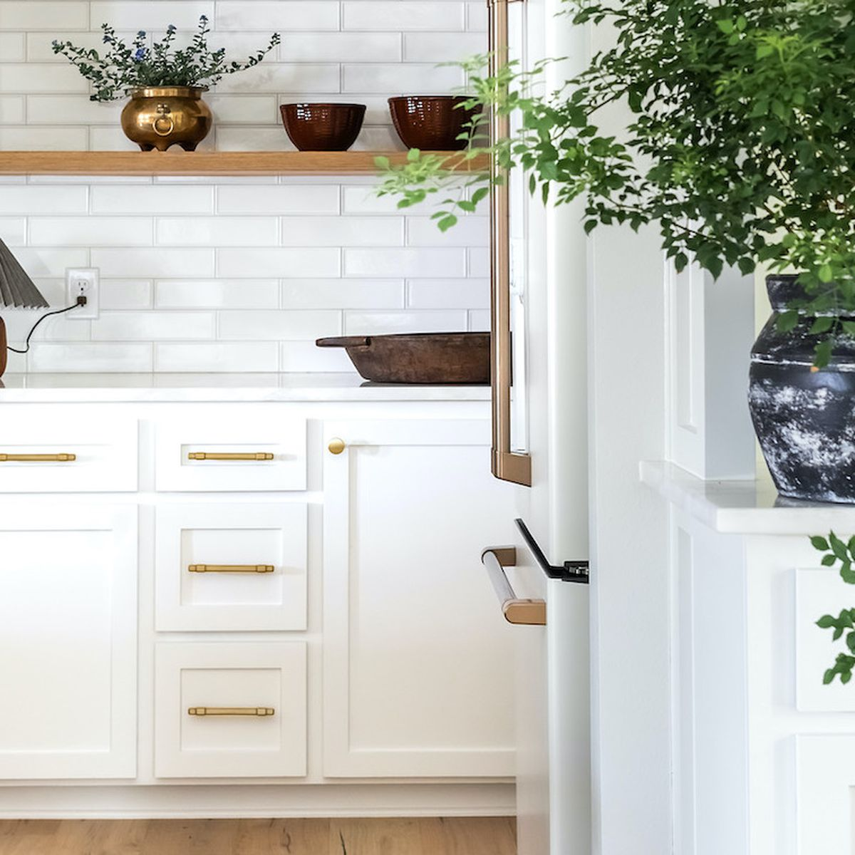 Why Your Kitchen Needs A Table Lamp Kitchen Lighting Trend
