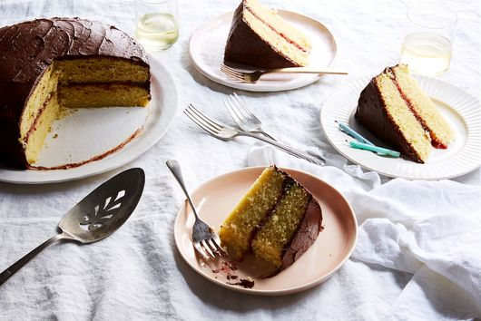 Make the Prettiest, Jammiest Cake Without Making a Sticky Mess
