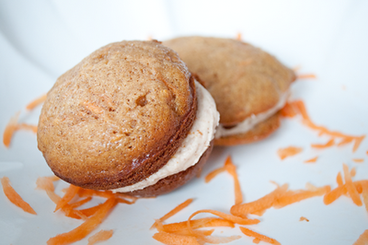 Carrot Cake Whoopie Pies with Cinnamon Cream Cheese Frosting Recipe on ...