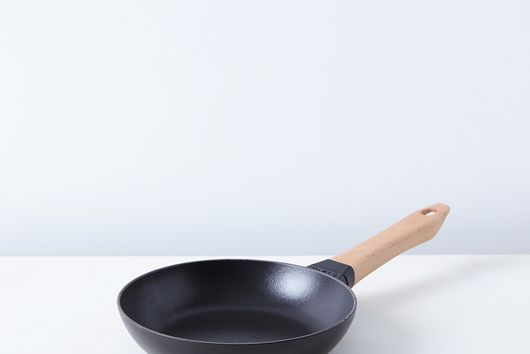 Staub Cast Iron Fry Pan with Beechwood Handle
