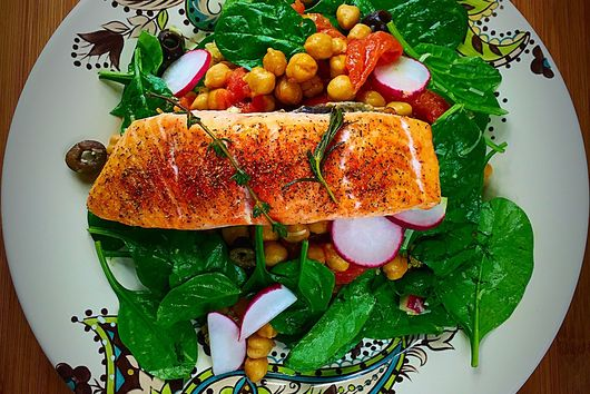 Spinach chickpea salad with baked salmon