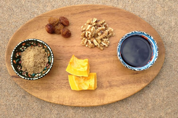 Iranian/Persian Fesenjoon (walnut and pomegranate dish) with Rice